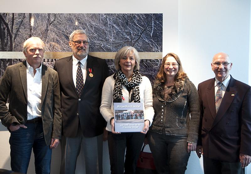 Mitglieder des Bürgerbus Kreuztal Dr. Bernhard Kraft, Achim Walder, Elfrun Bernhausen, Elisabeth Kramer, Hans-Dieter Haase